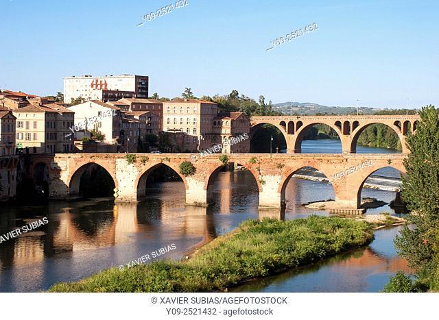 Bridge of 22th of August 1944 and the Pont Vieux (old bridge), Albi, Tarn, Midi-Pyrénees, France