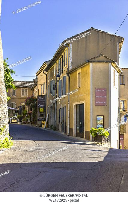 narrow street in the village Bonnieux, Provence, France, massif of Luberon, region Provence-Alpes-Côte d'Azur
