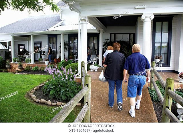 tourists tour round plantation house on guided tour of loretta lynn dude ranch hurricane mills tennessee usa