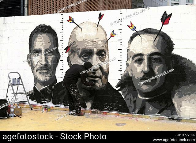 El grafitero Roc Blackblock vuelve a pintar el grafiti que el ayuntamiento de Barcelona había borrado hace 15 días para pedir la libertad de Pablo Hasel 21 de...