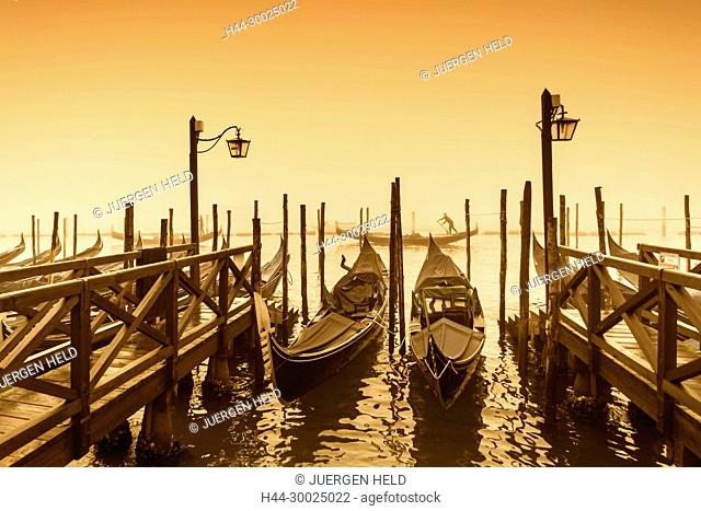 Gondola pier near San Marco, Riva degli Schiavoni, Venezia, Venice, Venedig, Italia, Europe