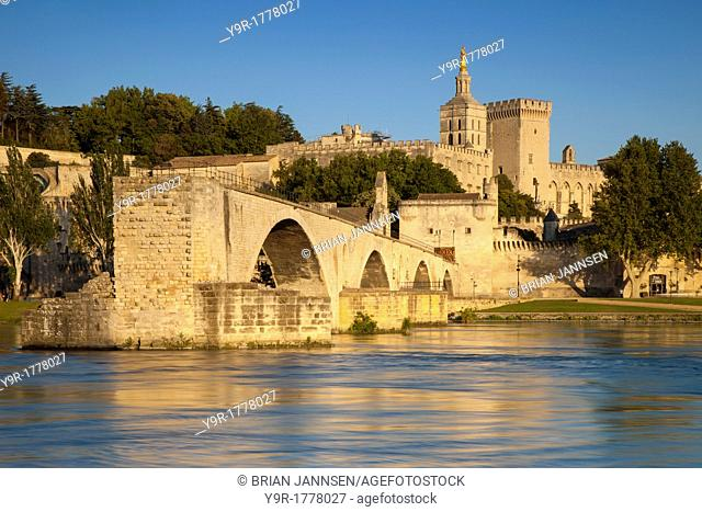 Pont Saint Benezet over River Rhone with Palais des Papes beyond, Avignon, Bouches-du-Rhone, Provence France