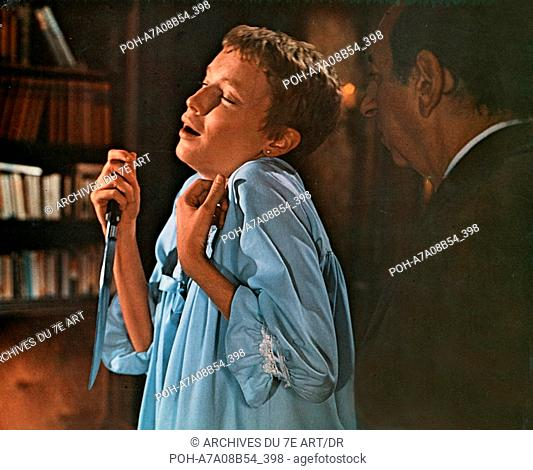 Rosemary's Baby  Year: 1968 USA Mia Farrow  Director: Roman Polanski Archives du 7eme Art - Photo12. WARNING: It is forbidden to reproduce the photograph out of...
