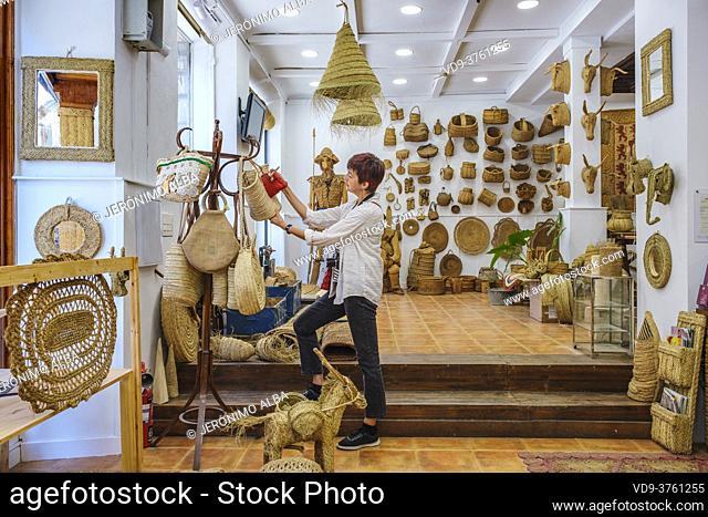 Traditional esparto crafts at Ubedíes Artesania con Esparto shop, Ubeda, UNESCO World Heritage Site. Jaen province, Andalusia, Southern Spain Europe