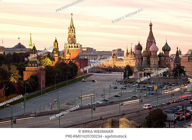 Red Square with Kremlin and Saint Basil's Cathedral, Moscow, Russia / Roter Platz mit Kreml und Basilius-Kathedrale, Moskau, Russland