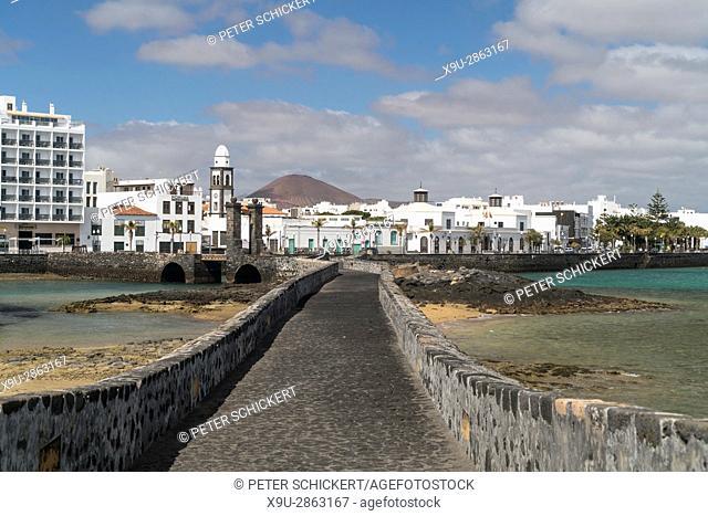bridge Puente de Las Bolas to the Castillo de San Gabriel, capital Arrecife, Lanzarote, Canary Islands, Spain