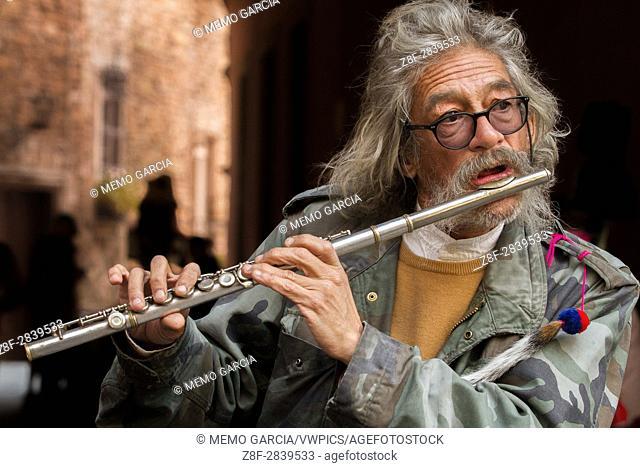 An old timer flutist perform in Guanajuato México