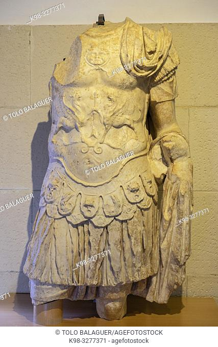 escultura masculina con coraza, Museo-Centro de Interpretación del parque arqueológico de Segóbriga, Saelices, Cuenca, Castilla-La Mancha, Spain
