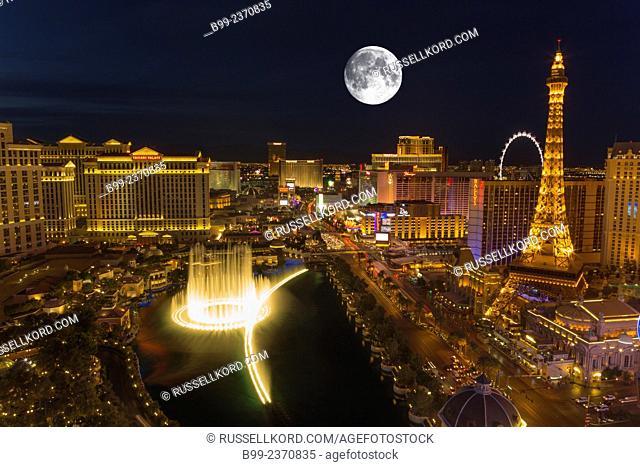 Hotel Casinos Bellagio Fountains Sound Light Show The Strip Las Vegas Skyline Nevada Usa