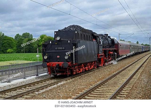 Dampfzug zwischen Augsburg und München