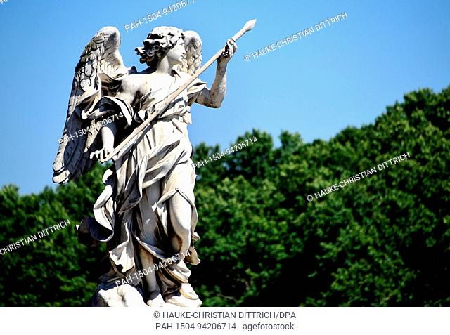 A sculpture of an angel near the castle Sant?Angelo at the Tiber river in Rome (Italy), 18 July 2017. | usage worldwide. - Rom/Latium/Italy