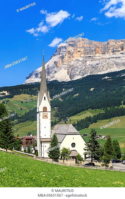 District Stern or La Villa in front of the Heiligkreuzkofel, Abtei or Badia, Gadertal, Dolomites, South Tyrol, Italy, Europe