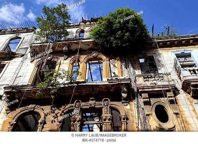 Shabby frontages, historic centre, Havana, Cuba