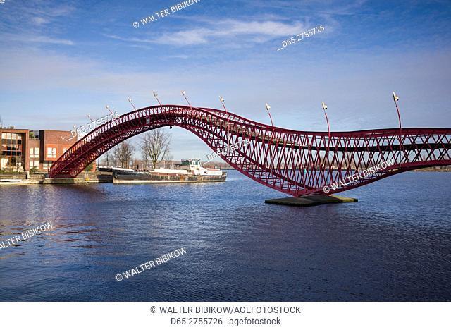 Netherlands, Amsterdam, Eastern Docklands, Spoorweg-bassin with the Pythonbrug-Python Bridge
