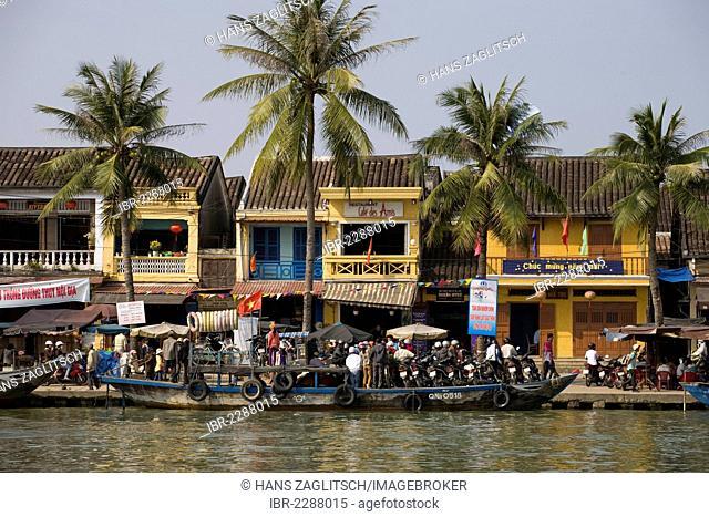 Promenade, boulevard along the Hoi An River, Vietnam, Southeast Asia, Asia