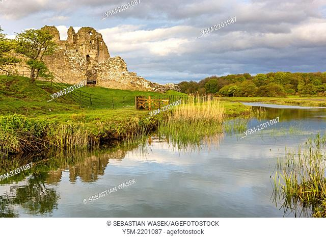 Ogmore Castle and River Ewenny, Ogmore-by-Sea, South Glamorgan, Wales, United Kingdom, Europe