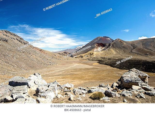 Mount Tongariro and Mount Ngauruhoe, active volcanoes, volcanic landscape, Tongariro Alpine Crossing, Tongariro National Park, North Island, New Zealand