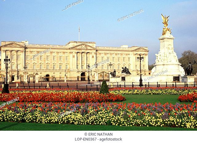 England, London, Westminster, A view across the flower beds to Buckingham Palace and the Queen Victoria Memorial
