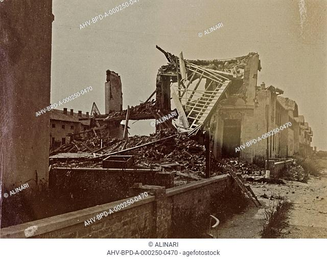 Album Campagna di guerra 1915-1916-1917-1918, tenente Jack Bosio: home destroyed by bombing in Monfalcone, shot 08/1916