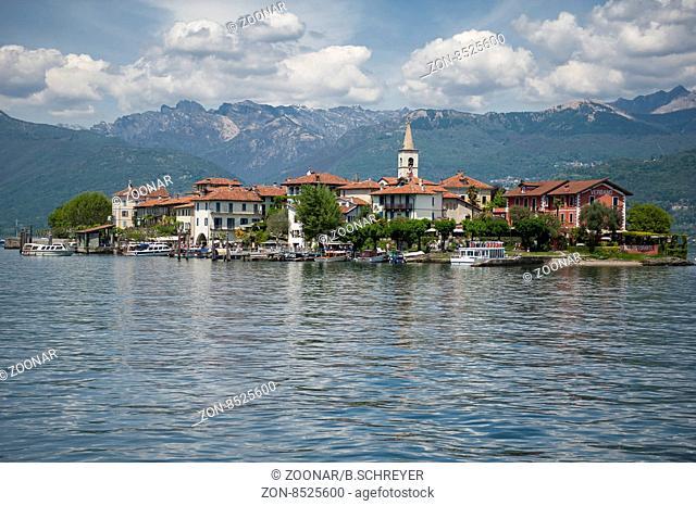 Lago Maggiore, alpen alps berge hill mountain sea see wasser water insel im Lago Maggiore, Island in the Lago Maggiore, Isola Bella