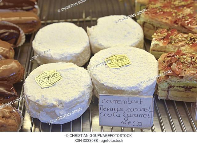 """gateaux en forme de camenbert a base de meringue et caramel, Patisserie """"Les Tourelles"""", Veules-les-Roses, departement de Seine-Maritime, region Normandie"""