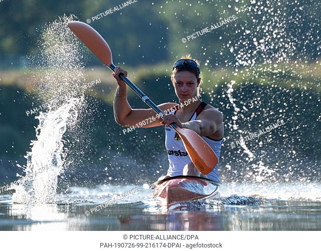 25 July 2019, Saxony, Dresden: Steffi Kriegerstein, Olympic silver medallist in canoeing, is training for the World Championships on the Elbe