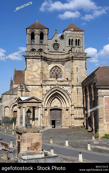 Saint Pierre and Saint Paul priory chuch, Souvigny, Allier department, Auvergne-Rhone-Alpes, France, Europe