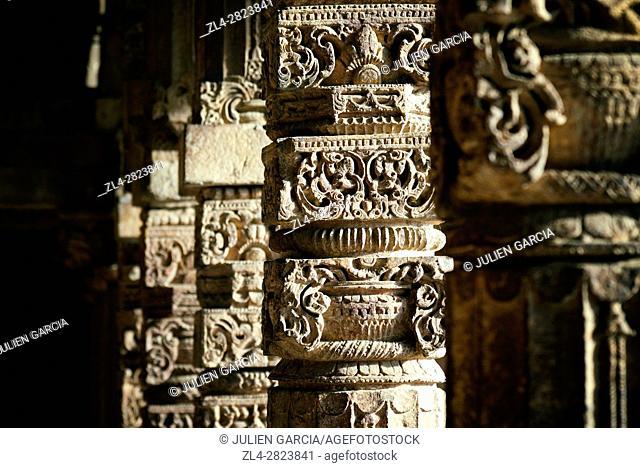 India, Delhi, Qutb Minar (Qutub, Qutab) listed as World Heritage by UNESCO, 13th century minaret, 72m high, 14m diameter at the base, sculpture on columns