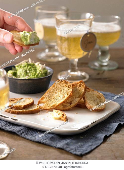 Bread chips with horseradish pea cream