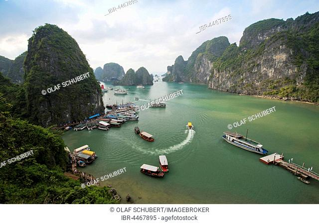 Halong Bay with boats, limestone cliffs, Gulf of Tonkin, Halong, North Vietnam, Vietnam