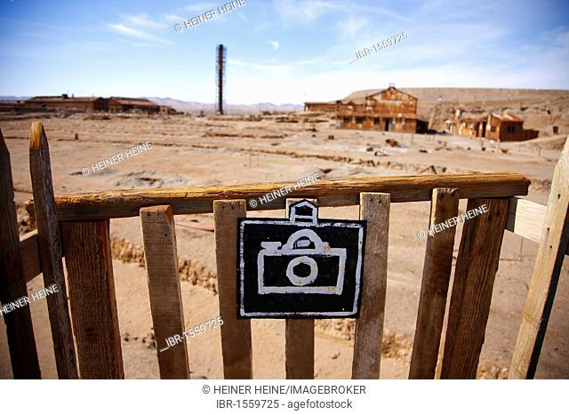 Photographers' viewpoint, Humberstone Saltpeter Works, UNESCO World Heritage Site, Atacama Desert, northern Chile, Chile, South America
