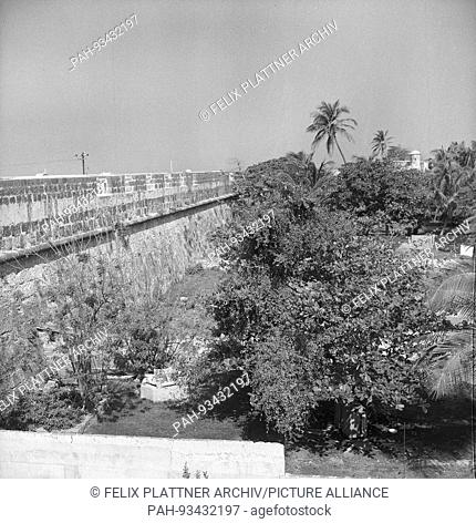 View from a bastion on the outskirts of the city, Cartagena (Bolívar), Colombia, 1958. | usage worldwide. - Cartagena (Bolívar)/Colombia