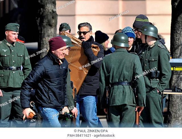 Actor George Clooney (C) is pictured on the set of his movie 'Monuments Men' in Berlin, Germany, 25 March 2013. The Hollywood star is directing and acting the...