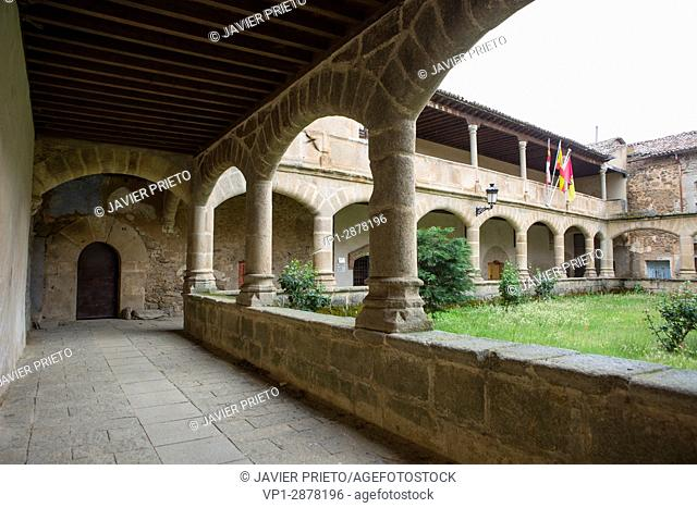 Cloister of the convent of the Dominicans of Aldeanueva de Santa Cruz in which the Town Hall of the town has its headquarters. Valley of the Corneja