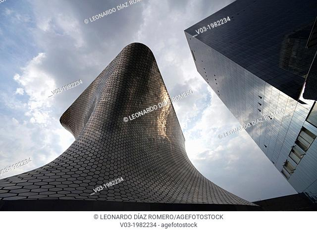 Mexico, Mexico City, Low angle view of Museo Soumaya