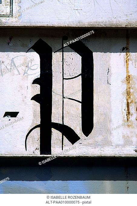 'P', text, painted