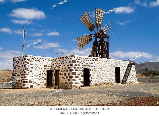 Ecomuseo de La Alcogida TEFIA FUERTEVENTURA Traditional windmill rural museum mill building