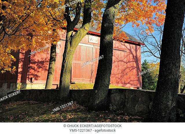 Autumn Barn Scenic in Northern Illinois