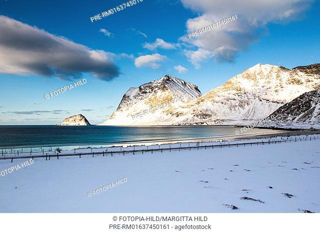 Hauklandstranda (Haukland beach), Leknes, Vestvågøy, Vestvågøya, Lofoten, Nordland, Norway, March 2017, looking northwest / Hauklandstranda (Haukland Strand)