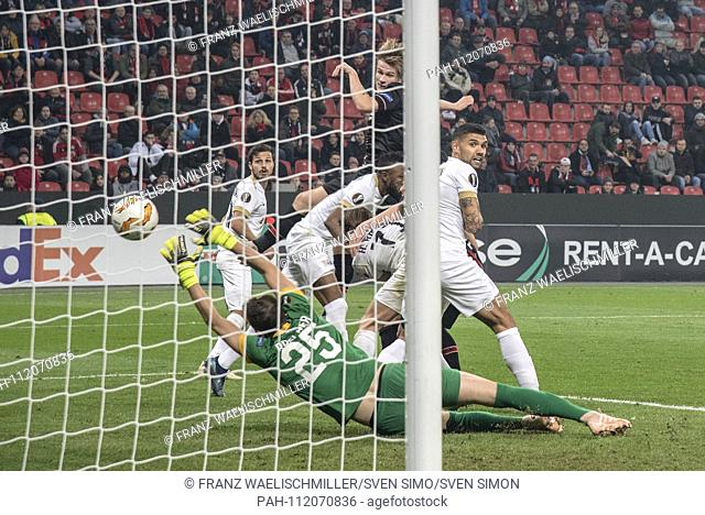 Tin JEDVAJ (LEV) (top left) scored the goal for goal 1-0 versus goalkeeper Yanick BRECHER (ZH); Soccer Europa League, Group Stage, Group A, matchday 4