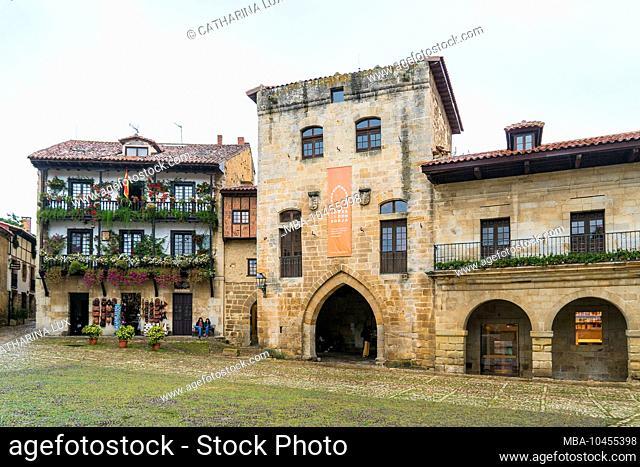 Spain, north coast, Cantabria, Santillana del Mar, Plaza Mayor, Torre de Don Borja
