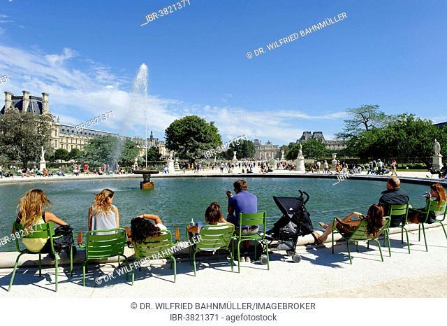 People sitting at the fountain, Jardin des Tuileries, 1st Arrondissement, Paris, France