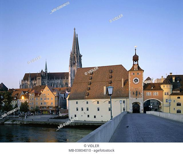 Germany, Bavaria, Regensburg,  view at the city, old town, cathedral St. Peter,  Bridge gate, dusk, Europe, Southern Germany, head palatinate, city, diocese