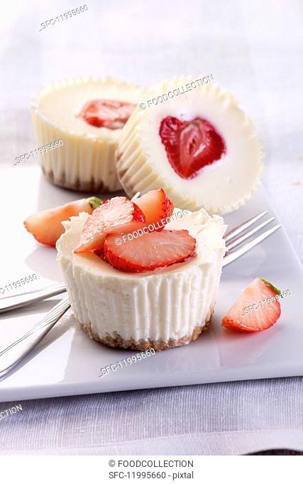 Cheesecake muffins with strawberries
