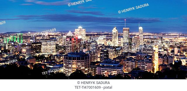 Canada, Quebeck, Montreal, Panorama of city at dusk