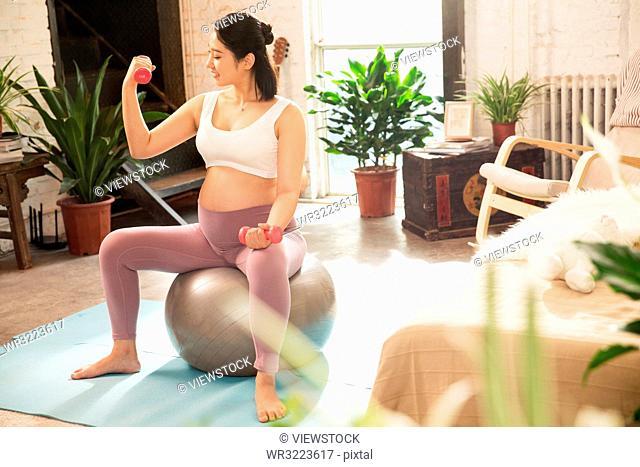 Pregnant women in indoor fitness