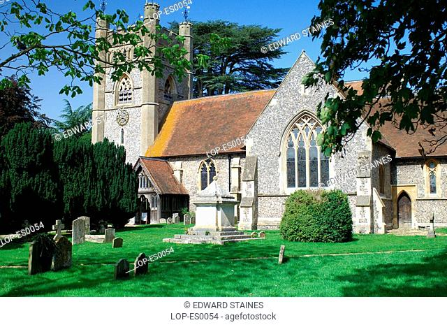 England, Buckinghamshire, Hambleden, View across churchyard to St Mary the Virgin church at Hambleden Village. The name is Anglo Saxon in origin and means...