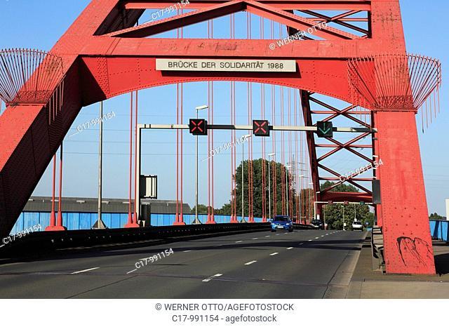 Germany, Duisburg, Rhine, Lower Rhine, Ruhr area, North Rhine-Westphalia, Duisburg-Rheinhausen, Duisburg-Hochfeld, Rhine bridge between Rheinhausen and Hochfeld