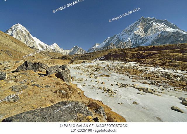 Pumo Ri (7165 m, left) and Nuptse (7861 m, rigth) mountains, near Everest. Sagarmatha National Park (Nepal)