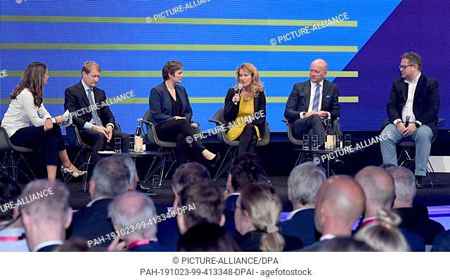 23 October 2019, Bavaria, Munich: Moderator Tanit Koch (l-r), Managing Director of the news channel n-tv, Ulrich Wilhelm